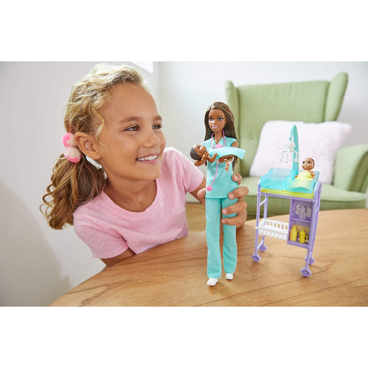 Лялька Барбі Я можу бути Педіатр Barbie Baby Doctor Playset with Brunette Doll
