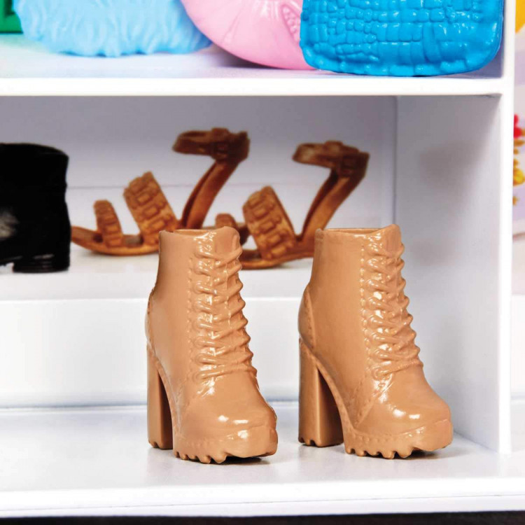 Ігровий набір шафа чемодан з лялькою Барбі Barbie Fashionistas Ultimate Closet Doll and Accessories